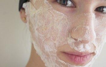 Очищаюча маска на основі яєчного білка